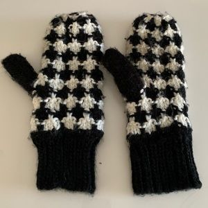 Fleece lined mittens from H&M